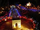 Noël illumine huit lieux parisiens