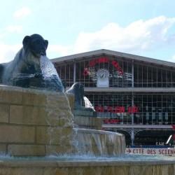 La fontaine aux lions et la grande halle
