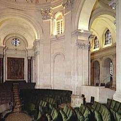 La chapelle, lieu de réunion pour les immortels