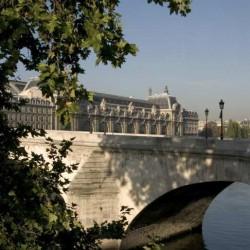 Le musée vu des quais du Louvre
