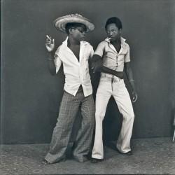 """""""Beauté Congo"""", Fondation Cartier pour l'art contemporain, Ambroise Ngaimoko, un tirage photo gélatino-argentique de 1972"""