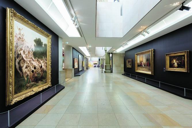 En 2015, le Musée d'Orsay fait la part belle aux « peintures de Salon » : à gauche, Les Oréades, de William Bouguereau (1902).