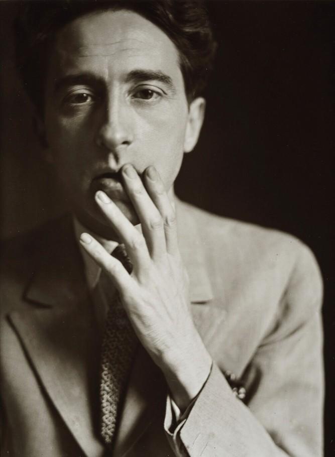 Jean Cocteau (1929), par Germaine Krull.